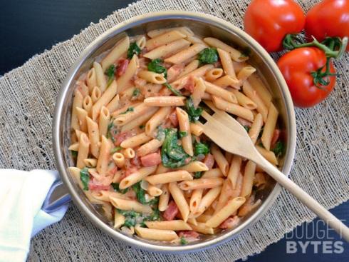 Creamy-Tomato-Spinach-Pasta-pan